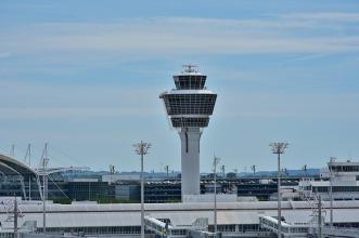 airport-2384847_640